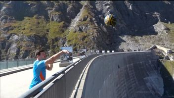 Derek Herron from Australia has set the Guinness World Record for the highest basketball shot after launching a ball from the top of a Swiss dam.