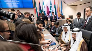 Saudi Arabia's energy minister Khalid al-Falih (bottom right) attends a meeting of the Organization of the Petroleum Exporting Countries, OPEC, at the OPEC headquarters in Vienna, Austria on November 30, 2016. OPEC sought to defy expectations and finalise a deal reducing its oil output for the first time in eight years, in an effort to boost painfully low crude prices