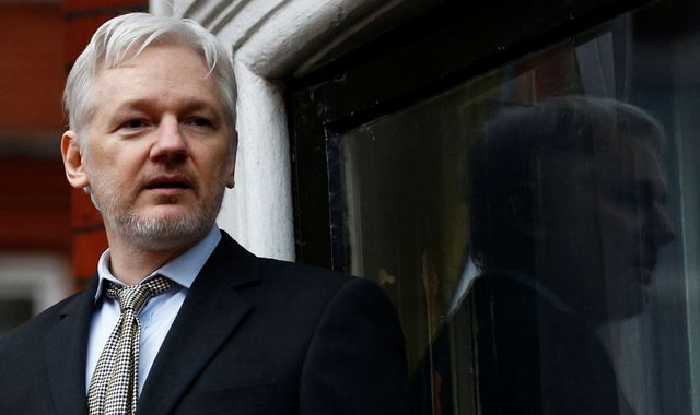 WikiLeaks' Julian Assange 'ready to go to US' after Chelsea Manning release decision
