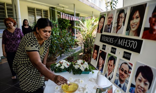 Reward offered for missing Malaysia Airlines flight MH370