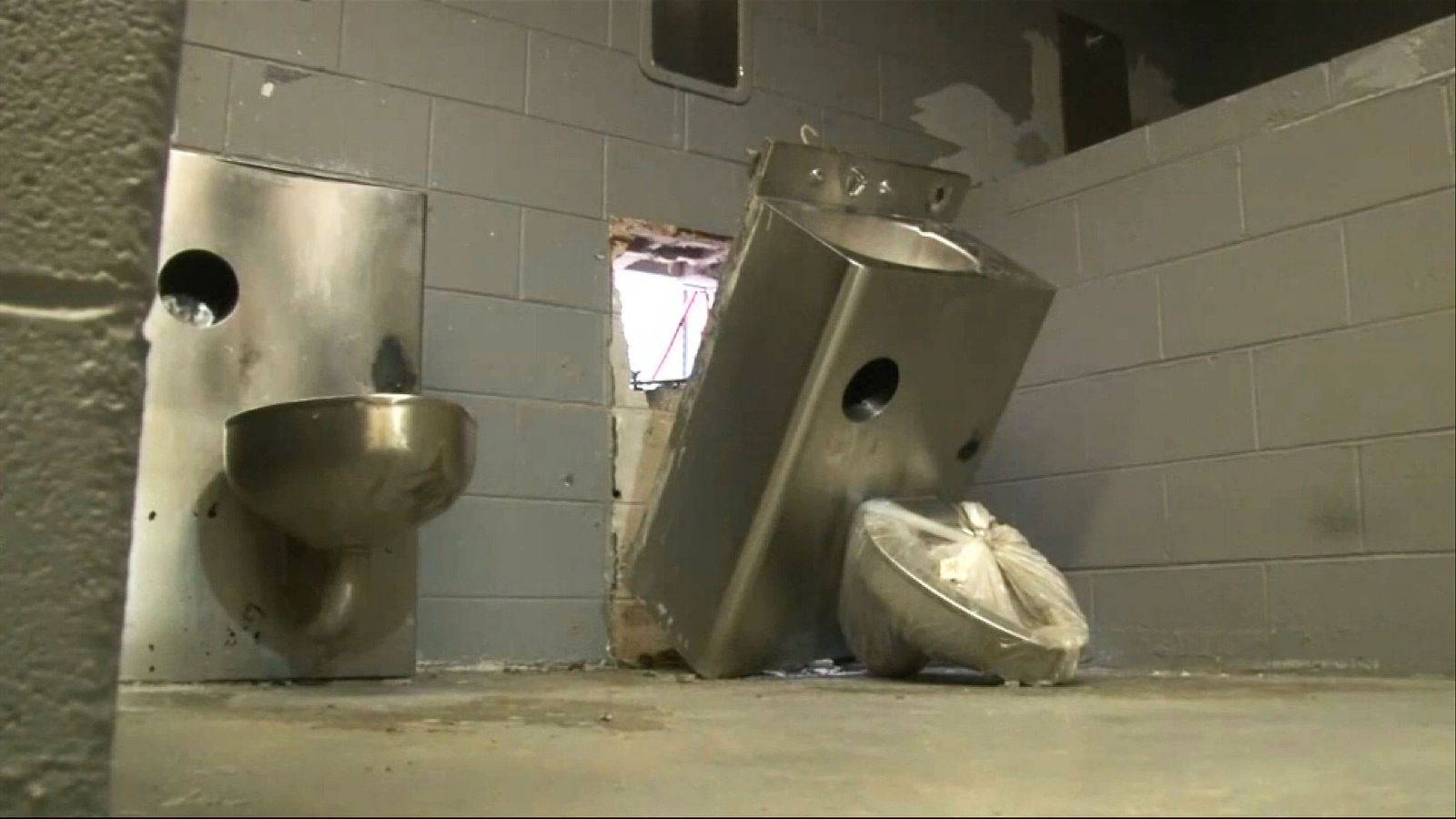 Six inmates escape through toilet in Tennessee prison