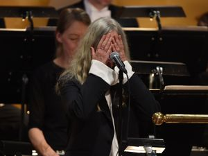 Patti Smith forgets lines while performing Bob Dylan Nobel tribute