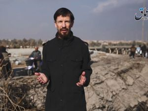 British hostage John Cantlie appears in new IS propaganda video