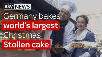 Germany bakes world's largest stollen