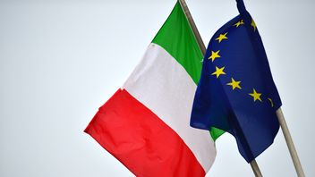The Italian and EU flags