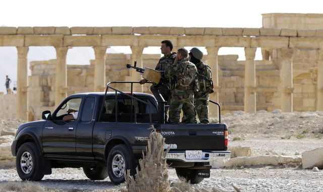 Russian airstrikes 'force Islamic State out of Palmyra'