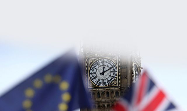 MPs vote to back Government's timetable on Article 50