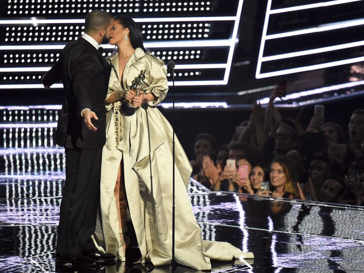 Drake and Rihanna in a public show of affection during the MTV Video Music Awards