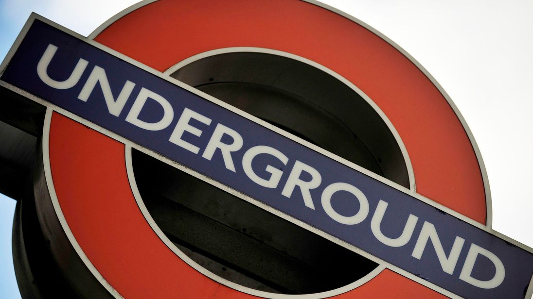 London Said to Seek Mobile Network Deal for Underground Trains