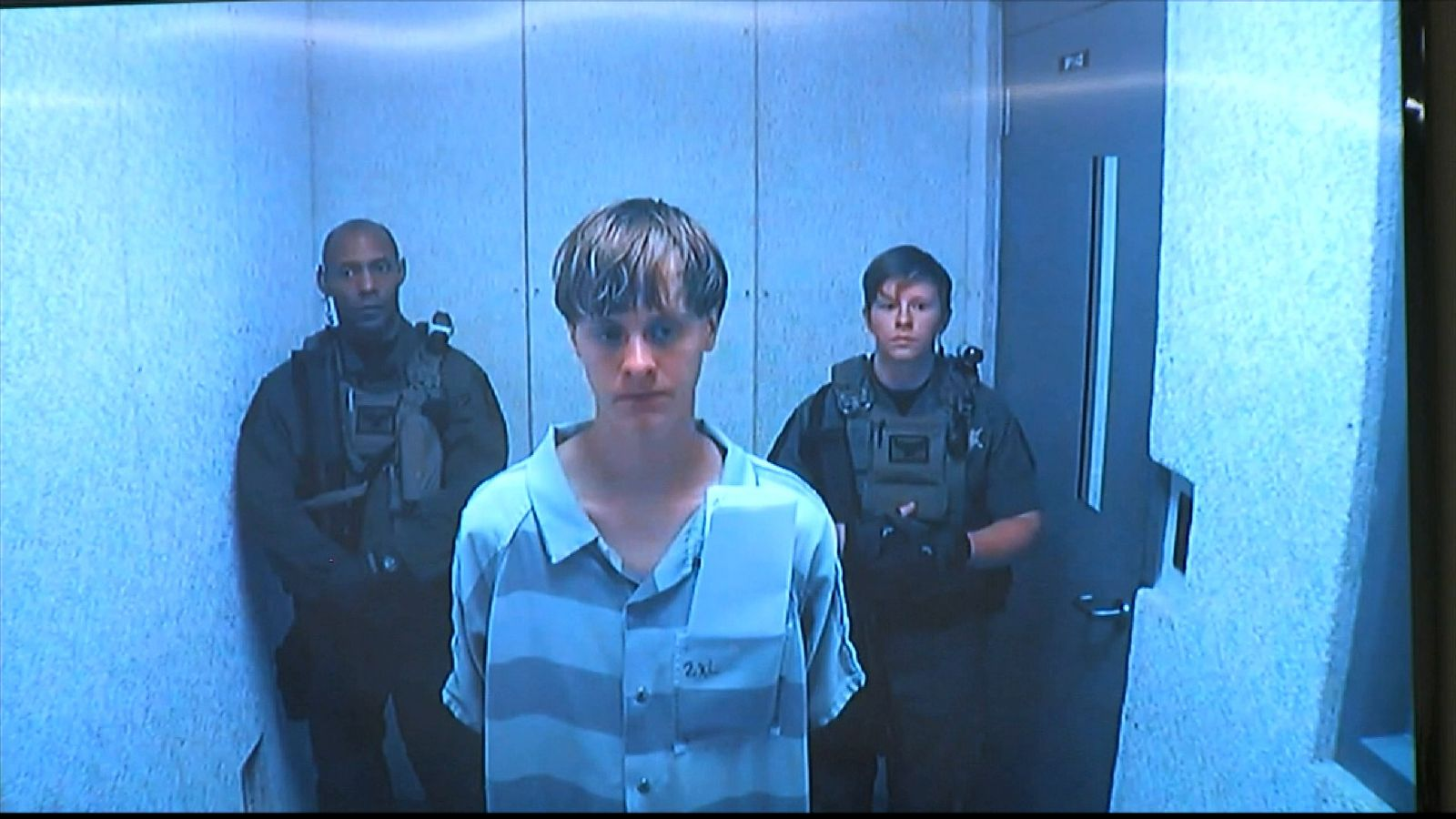 Dylann Roof flanked by two court guards