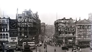 File photo dated 31/03/1949 of Piccadilly Circus