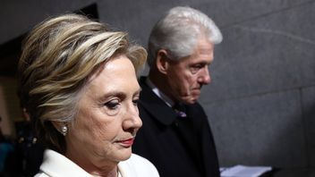 Former Democratic presidential nominee Hillary Clinton and former President Bill Clinton arrive at the U.S. Capitol