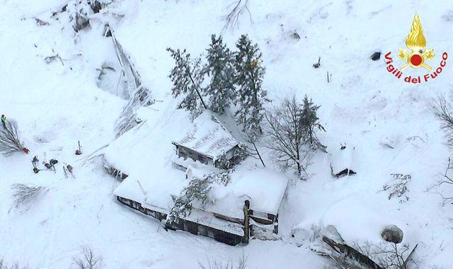 Italy avalanche: Ten survivors found at Hotel Rigopiano