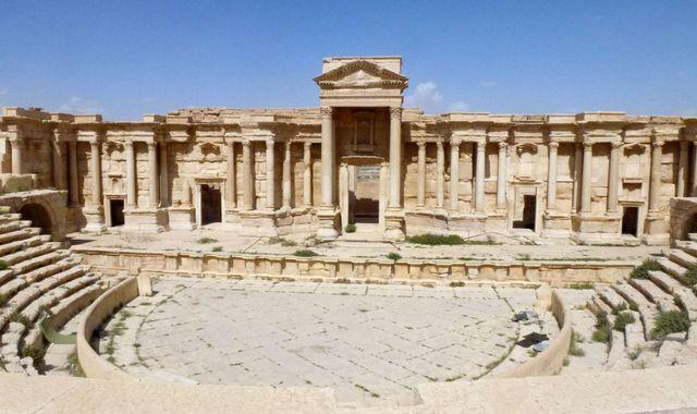 IS blows up part of Palmyra's Roman amphitheatre