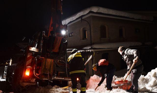 Hotel Rigopiano: Hopes fade for survivors of Italian avalanche