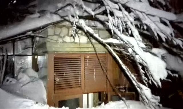Avalanche hits hotel after Italy earthquake killing 'many'