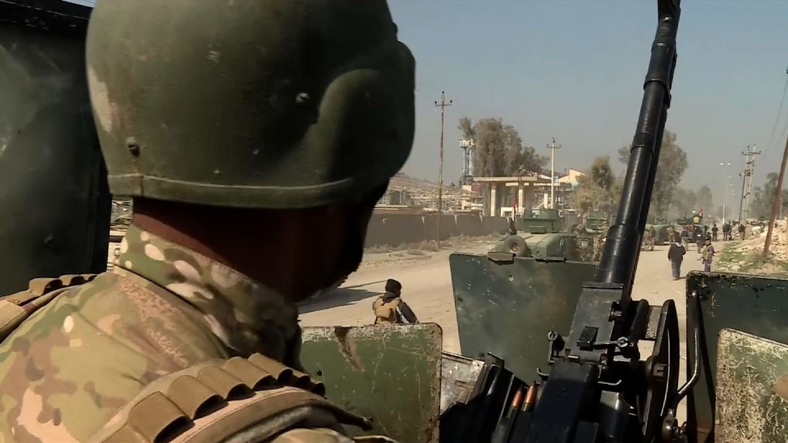 Iraqi government troops head towards Mosul airport