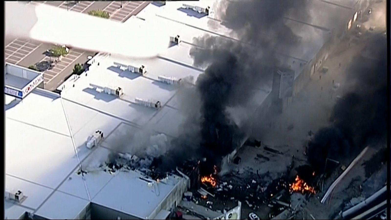 Plane crashes into Melbourne shopping centre