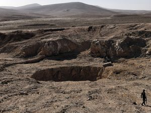 Iraq Sinkhole 'mass grave' for Islamic State victims