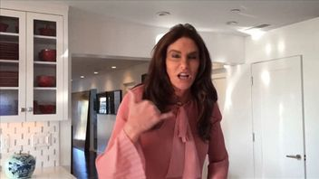 "Caitlyn to Trump: ""Call me"" about transgender bathrooms controversy"