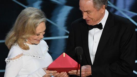 Warren Beatty and Faye Dunaway at the Oscars.
