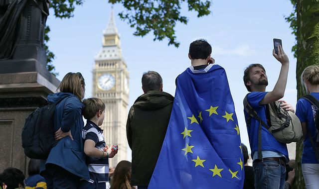 Brexit bill to be defeated by Lords over EU nationals' rights