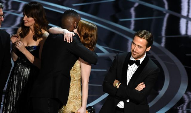 Oscars best picture gaffe sends Twitter into frenzy