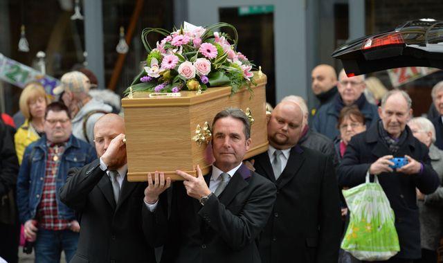 Allo Allo stars reunite for Gorden Kaye funeral
