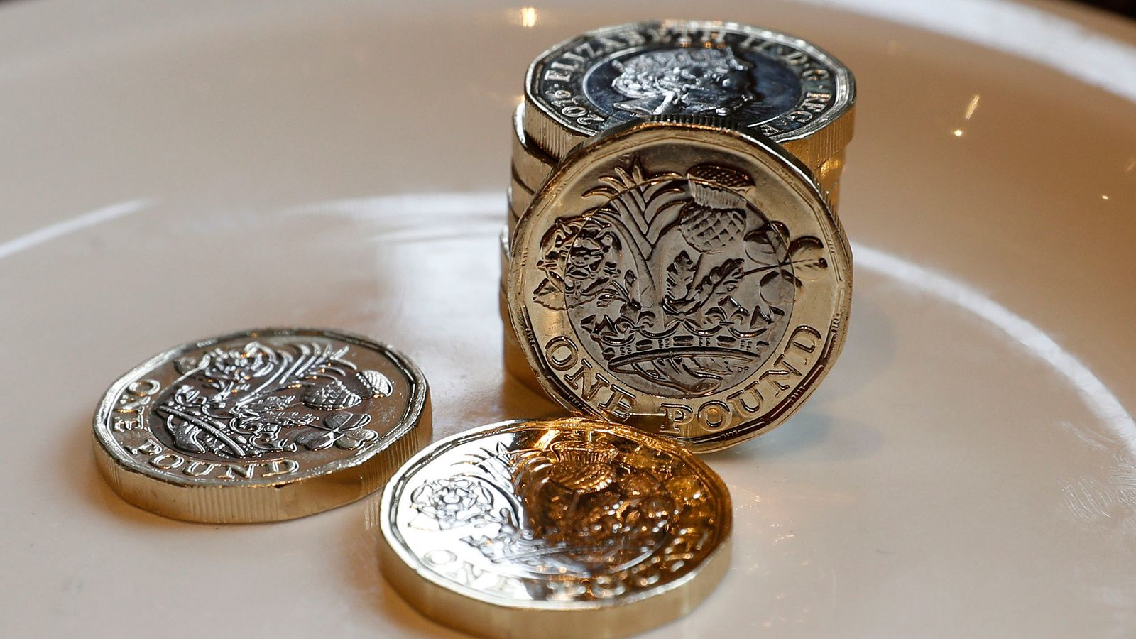 New £1 coin hits one billion landmark as 'round pound' deadline looms