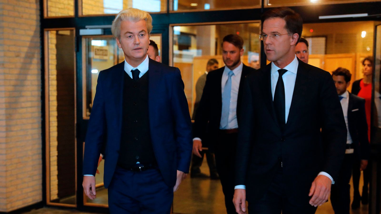 Mark Rutte (R) and Geert Wilders