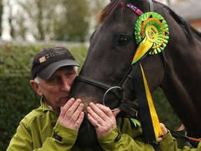 Oliver Sherwood with Many Clouds in 2015