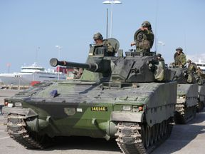 Swedish troops arriving in Gotland in September 2016