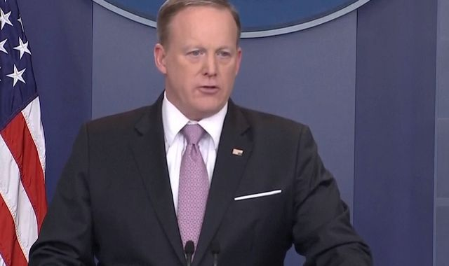 Sean Spicer Makes Melissa McCarthy Joke During White House Press Briefing