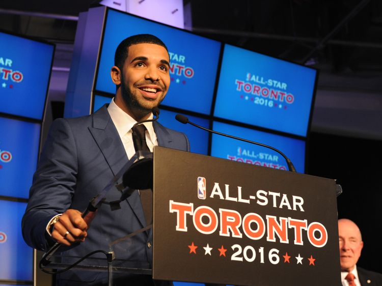 Nice guy Drake supporting his all-time favourite team the Toronto Raptors