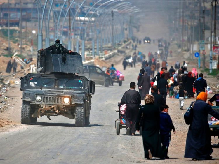 Civilians flee the fighting in the northern Iraqi city