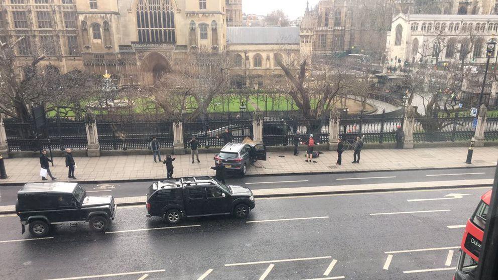 BREAKING NEWS - TERROR ATTACK outside Parliament 860499bd5cf47337ee0e93b8f0d3156cdcdc8c2b7ec257f634e3763022366ed3_3914687