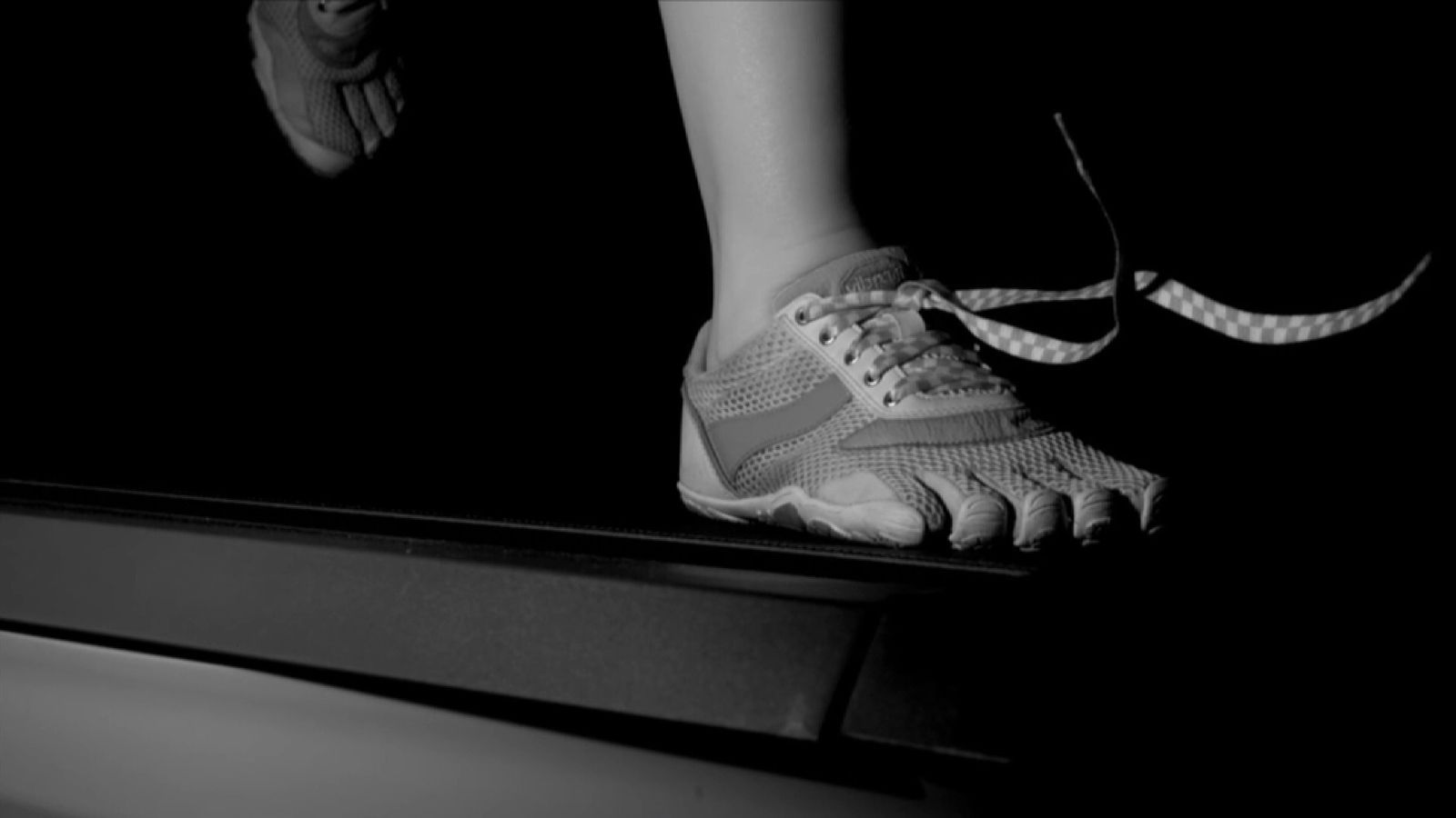 Inertia and impact both help to undo shoelaces