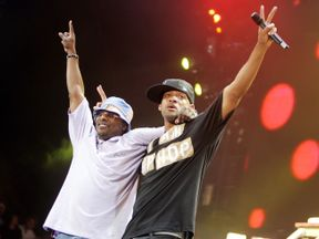 Will Smith and DJ Jazzy Jeff perform in 2005
