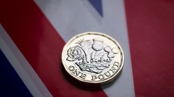 In this photo illustration the new £1 pound coin is seen on April 4, 2017 in Bath, England