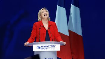 Marine Le Pen delivers a speech during a campaign meeting