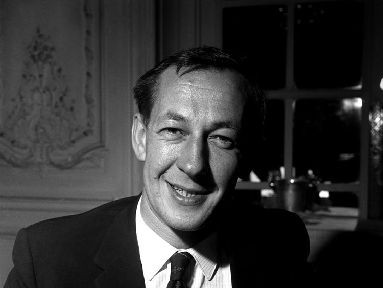 Brian Matthew pictured in 1962