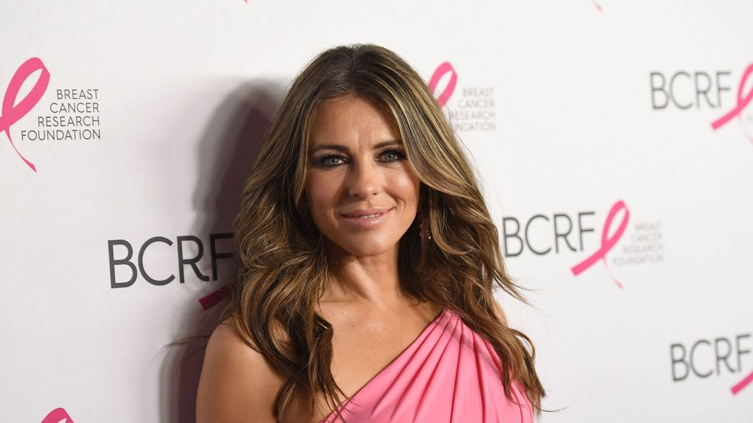 Elizabeth Hurley attends The Breast Cancer Research Foundation's 2017 Hot Pink Party at the Park Avenue Armory on May 12, 2017 in New York City. / AFP PHOTO / ANGELA WEISS (Photo credit should read ANGELA WEISS/AFP/Getty Images)