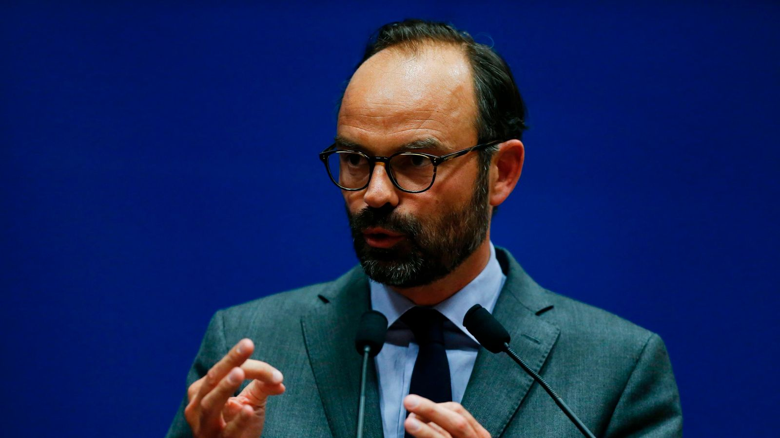 Emmanuel macron selects edouard philippe as french pm for Chaise 98 edouard francois
