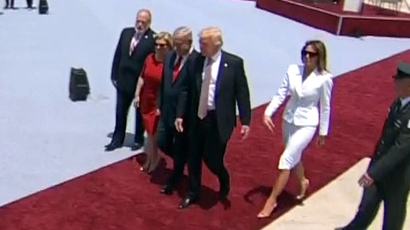 DOES MELANIA TRUMP SLAP HER HUSBAND'S HAND AWAY?