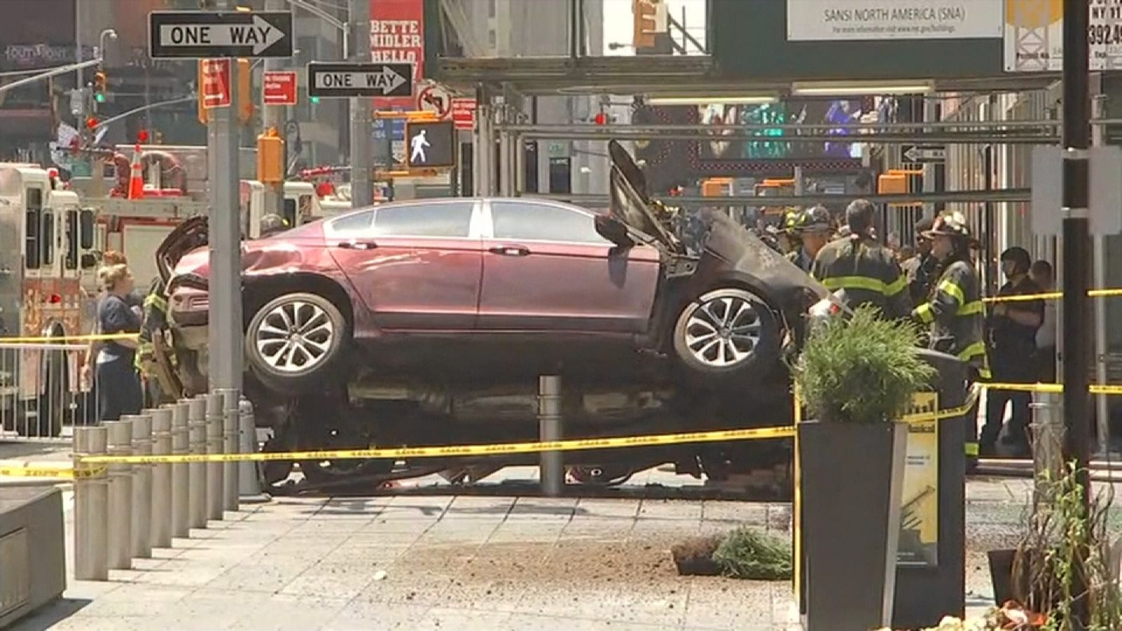 Speeding auto hits pedestrians in Times Square