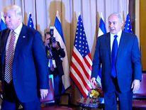 Donald Trump and Benjamin Netanyahu shake hands