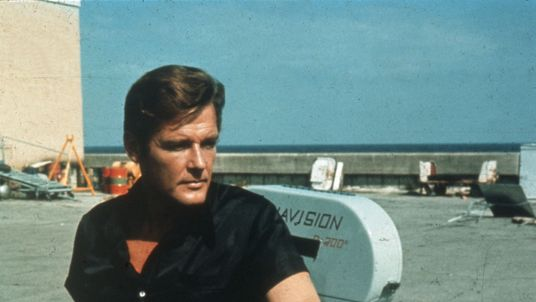 1973: Roger Moore on location for the filming of the James Bond 007 movie 'Live and Let Die'