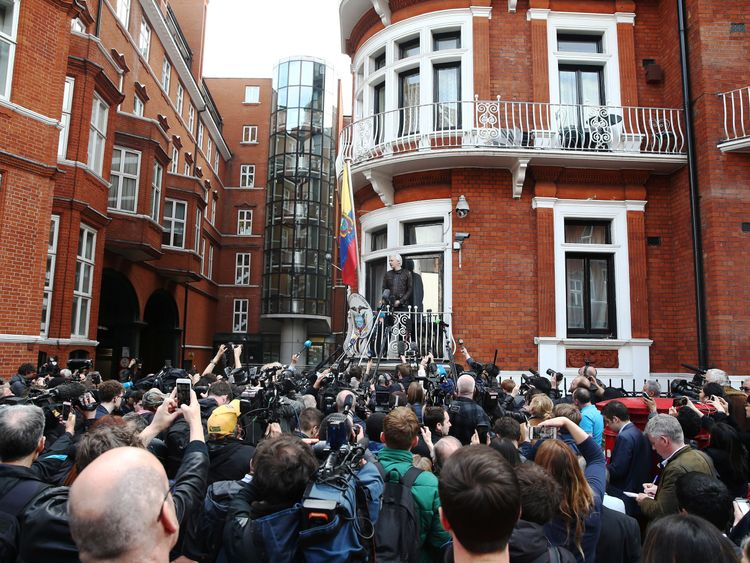 Dozens of people had collected outward a Ecuadorian embassy to hear Assange speak