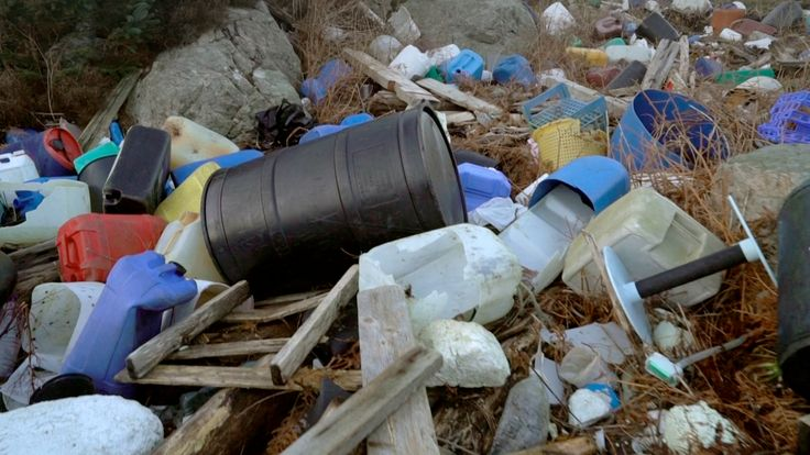 cracked 22 facts about plastic pollution