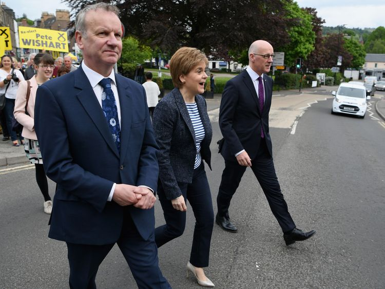 Pete Wishart and Nicola Sturgeon
